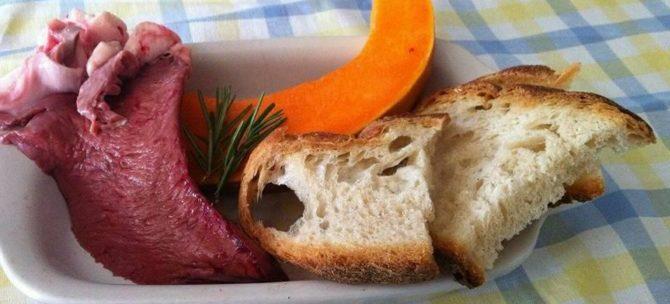Crema di zucca con crostini di pane e cuore di vitello