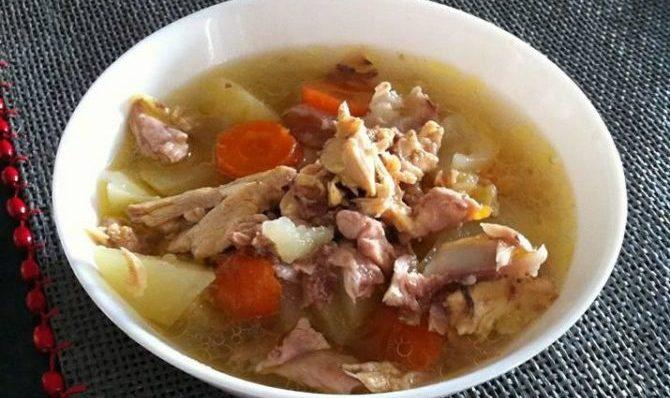 Zuppetta di pollo con patate e carote